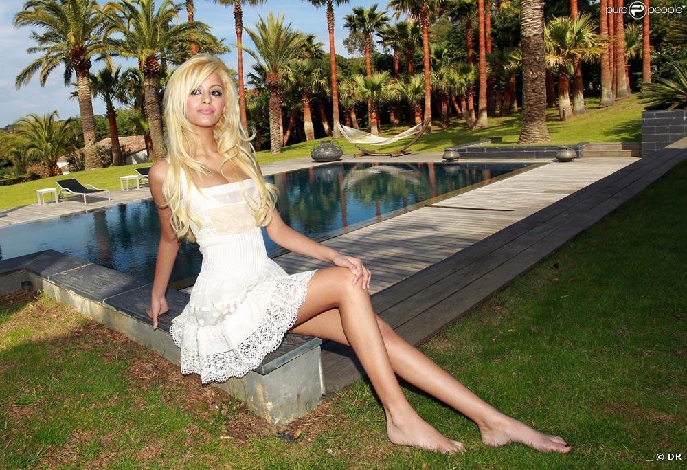 HD Wallpapers of Hot Babes, Hollywood Actress I Beautiful Girls & Bikini Model Photos – SantaBanta
